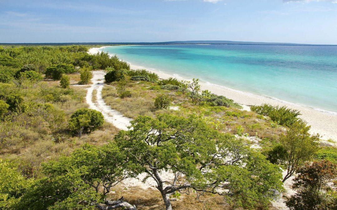 Ministro Macarrulla anuncia fondo de inversión participativo para el Plan de Desarrollo Turístico de Pedernales